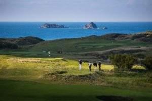 golf tour minibus hire